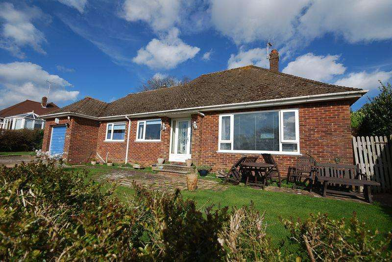 2 Bedrooms Detached Bungalow for sale in Saltwood
