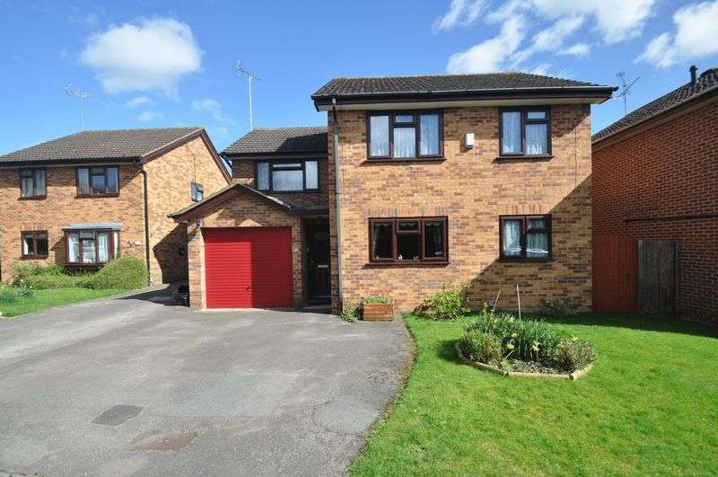 4 Bedrooms Detached House for sale in Agincourt Close, Wokingham