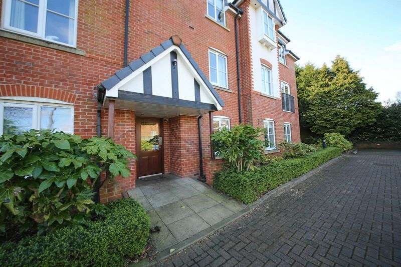 2 Bedrooms Flat for sale in Wigan Road, Standish, Wigan