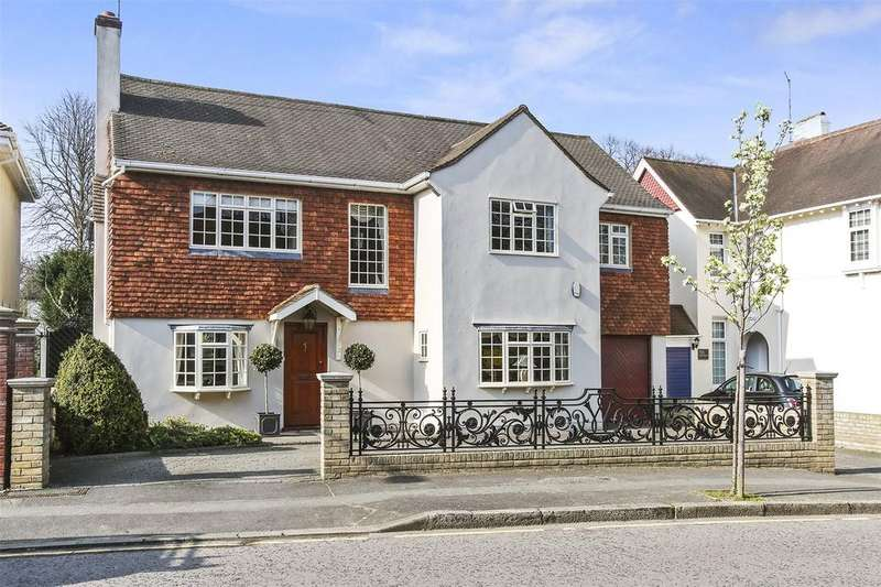 5 Bedrooms Detached House for sale in The Avenue, London, E11