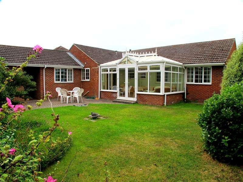 4 Bedrooms Bungalow for sale in Crofton Lane, Hill Head, FAREHAM