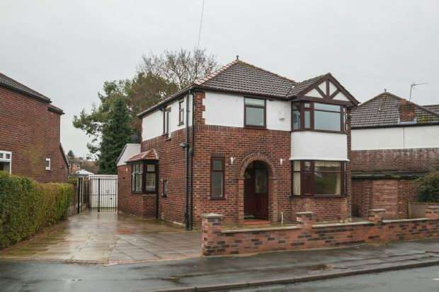 3 Bedrooms Detached House for sale in Lorraine Road, Timperley