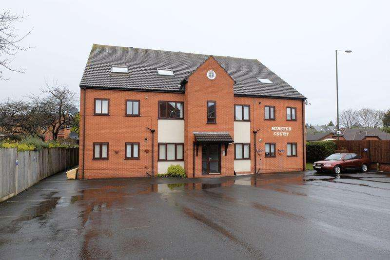 2 Bedrooms Ground Flat for sale in St Michaels Close, Stourport-On-Severn DY13 8EQ