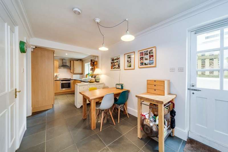 2 Bedrooms Flat for sale in Denmark Villas, Hove, BN3