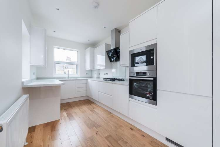 4 Bedrooms Terraced House for sale in Swallowfield Road Charlton SE7
