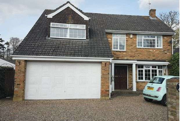4 Bedrooms Detached House for sale in WINKFIELD Impressive Detached House. 4 Bedrooms, 3 Reception rooms 2.5 Bathrooms.