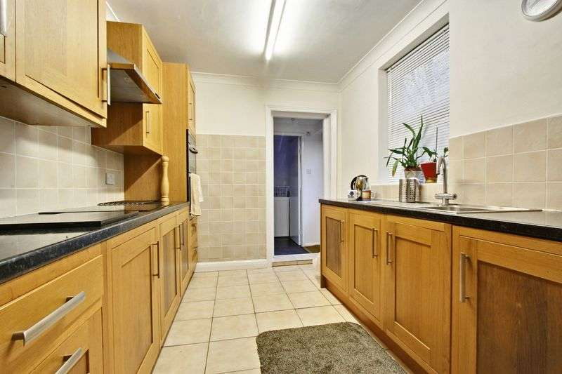 3 Bedrooms Terraced House for sale in Sidmouth Street, Hull