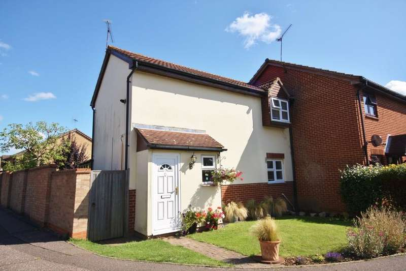 3 Bedrooms End Of Terrace House for sale in Tugby Place, Newlands Spring, Chelmsford, CM1