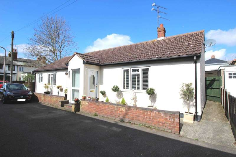 3 Bedrooms Detached Bungalow for sale in Rope Walk, Maldon