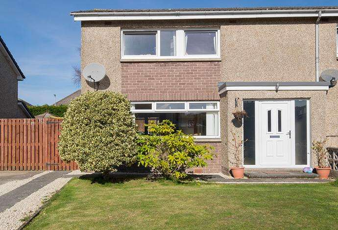 3 Bedrooms Semi Detached House for sale in 9 Ladylands Terrace, Selkirk, TD7 4BB