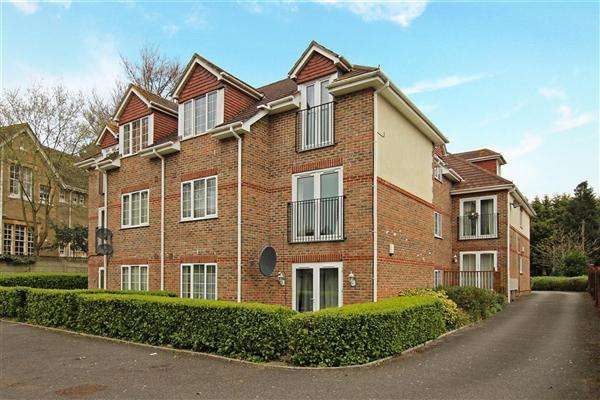 2 Bedrooms Flat for sale in Talbot Court, 55 Talbot Avenue, Bournemouth