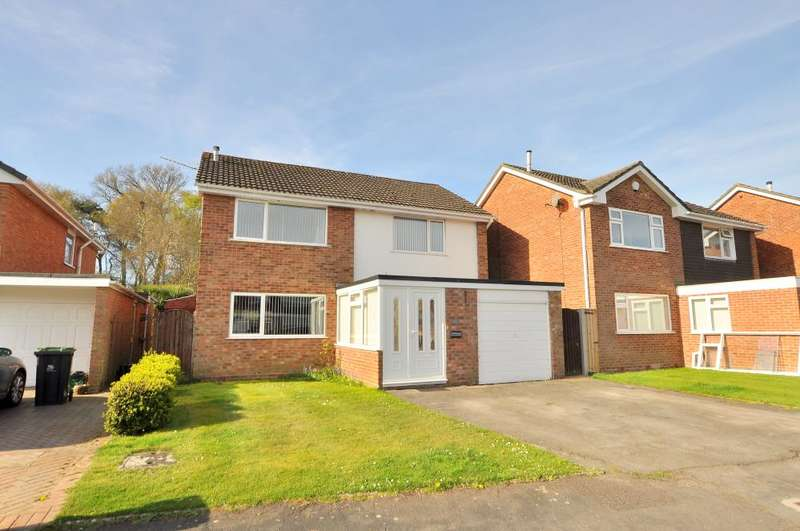 4 Bedrooms Detached House for sale in Ferndown, Dorset