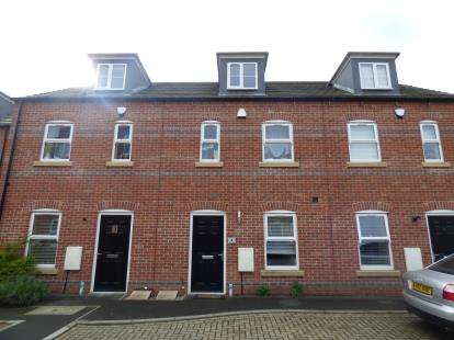 3 Bedrooms Terraced House for sale in Old Scholars Close, St James, Northampton, Northamptonshire