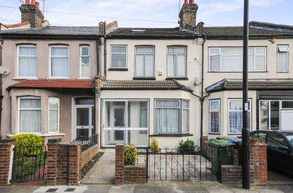 4 Bedrooms Terraced House for sale in Durants Road, Enfield
