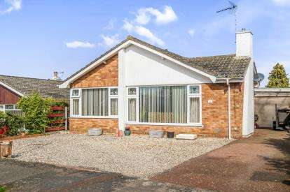 3 Bedrooms Bungalow for sale in Worlingham, Beccles, Suffolk
