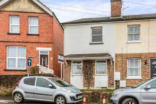 2 Bedrooms End Of Terrace House for sale in Oakdene Road, Redhill, Surrey
