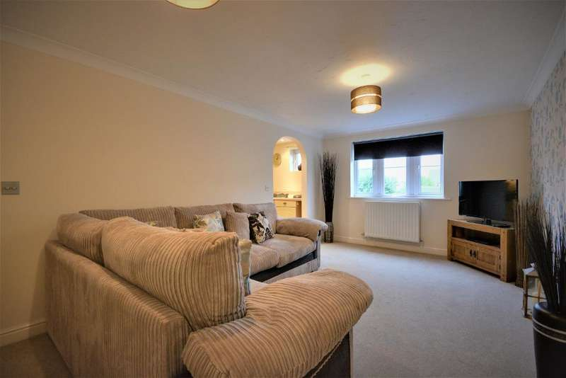 2 Bedrooms Apartment Flat for sale in Guinea Hall Close, Banks, Southport, PR9 8RG