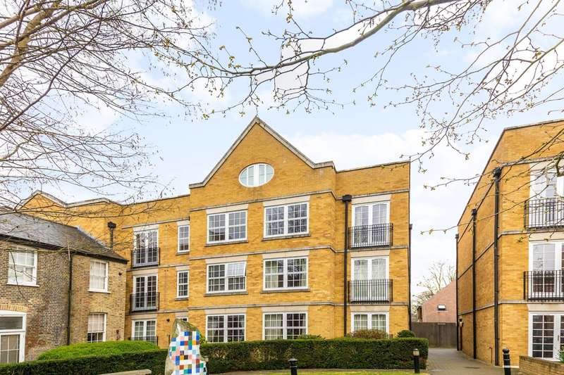 2 Bedrooms Flat for sale in Holme Court, Isleworth, TW7