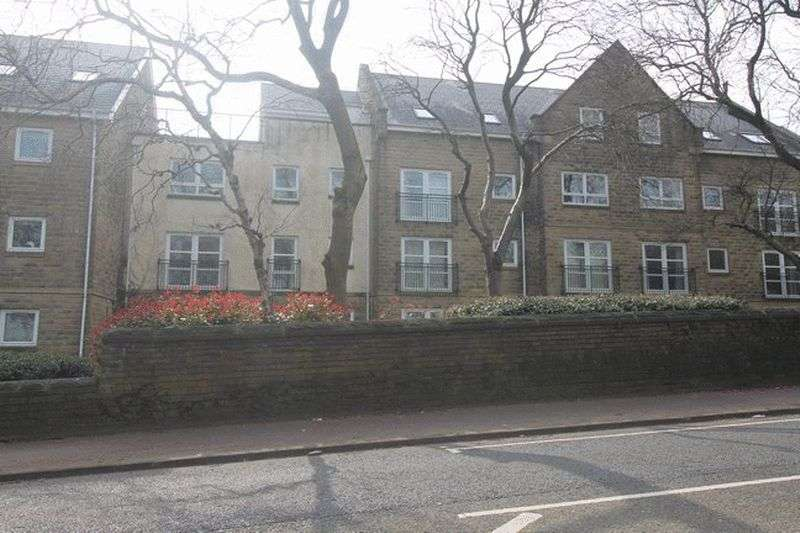 2 Bedrooms Flat for sale in Regent Court, Savile Park, Halifax