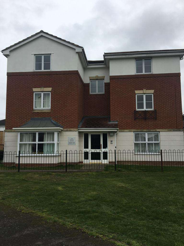 2 Bedrooms Flat for sale in Bancroft Chase, Hornchurch RM14