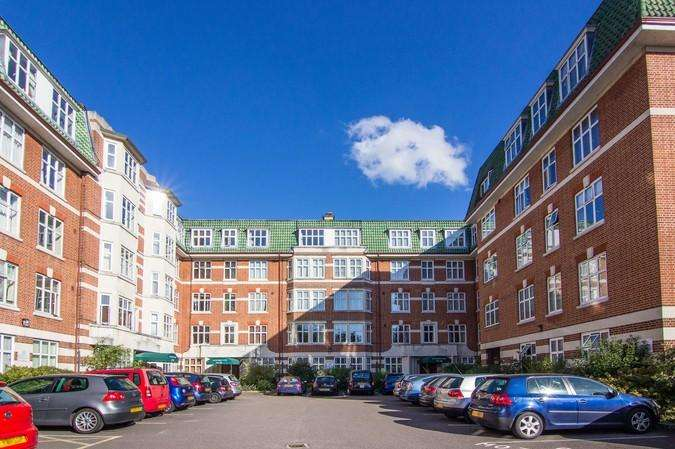 3 Bedrooms Flat for sale in Haven Green Court, Haven Green, Ealing