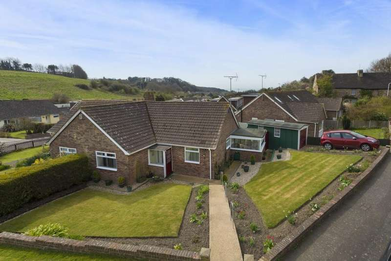 2 Bedrooms Semi Detached House for sale in Cheriton Court Road, Folkestone, CT20