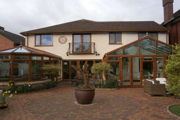 6 Bedrooms Detached House for sale in Stanley Drive, Humberstone, Leicester, LE5
