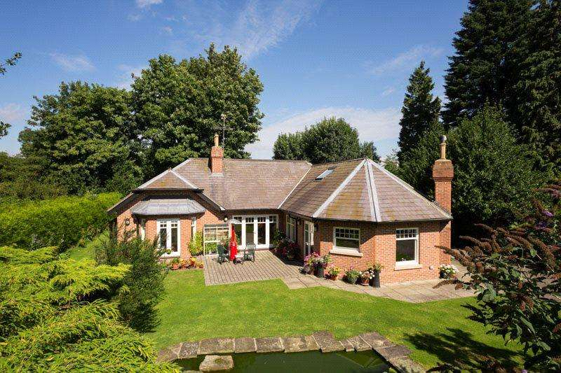 5 Bedrooms Detached House for sale in Heslington Lane, York, YO10