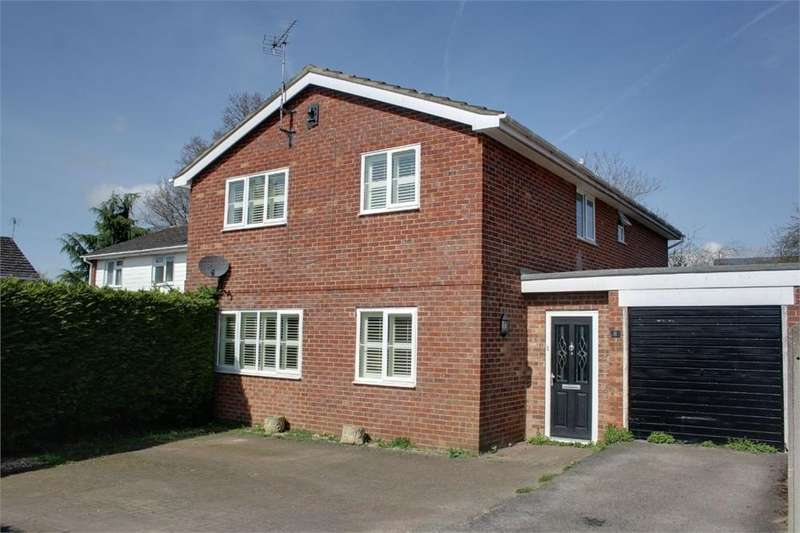 4 Bedrooms Detached House for sale in Conifer Close, Whitehill, Hampshire