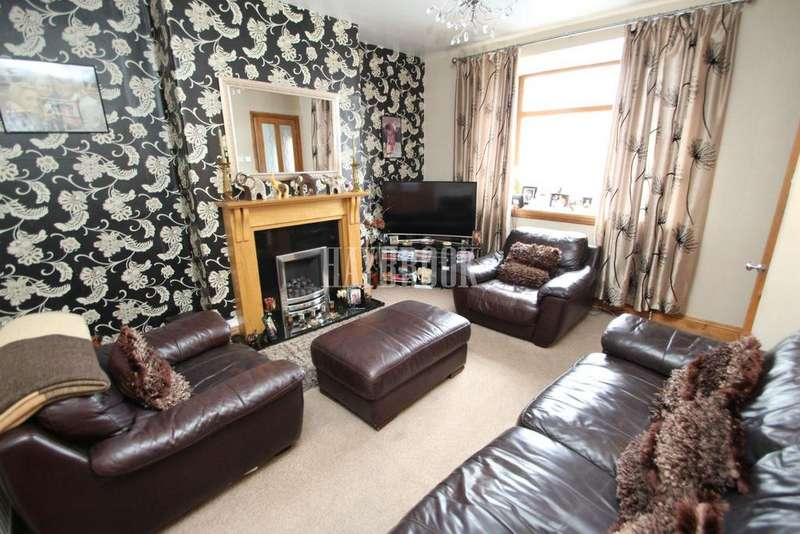 3 Bedrooms Semi Detached House for sale in Gregg House Road, Shiregreen