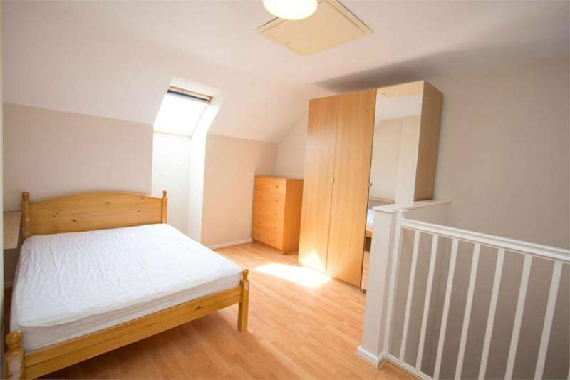 4 Bedrooms Town House for rent in Rook Street, Hulme, Manchester, M15