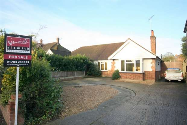 3 Bedrooms Semi Detached Bungalow for sale in Fordbridge Road, Ashford, Surrey