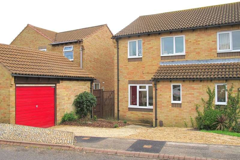 3 Bedrooms Semi Detached House for sale in Swift Close, Lee-On-The-Solent