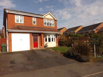4 Bedrooms Detached House for sale in Royal Worcester Crescent, Bromsgrove, Worcestershire