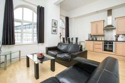 2 Bedrooms Flat for sale in Merchants House, 66 North Street, Leeds, West Yorkshire