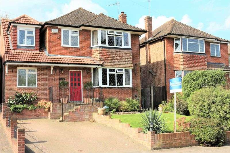 5 Bedrooms Detached House for sale in Lechmere Avenue, Chigwell
