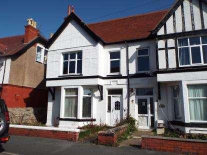2 Bedrooms Flat for sale in Maelgwyn Road, Llandudno, Conwy, LL30