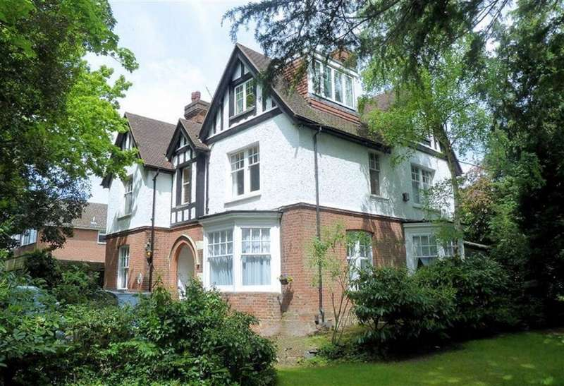 2 Bedrooms Flat for sale in Hartland Road, Epping