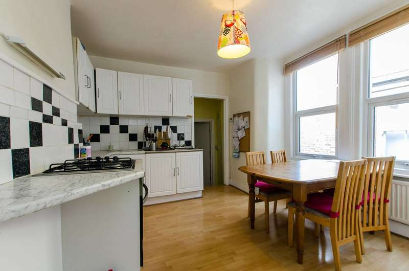 4 Bedrooms House for sale in Kingswood Road, Clapham Park, SW2