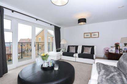 4 Bedrooms End Of Terrace House for sale in Adam Close, Millbrook Park, Mill Hill