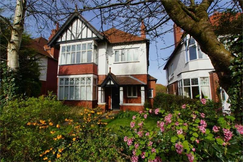 4 Bedrooms Detached House for sale in Balmoral Road, St. Annes, Lancashire