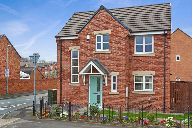 3 Bedrooms Detached House for sale in St. Annes Drive, Wakefield