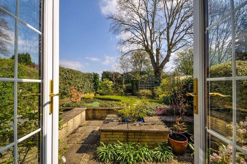 2 Bedrooms Terraced Bungalow for sale in Lark Rise, Liphook