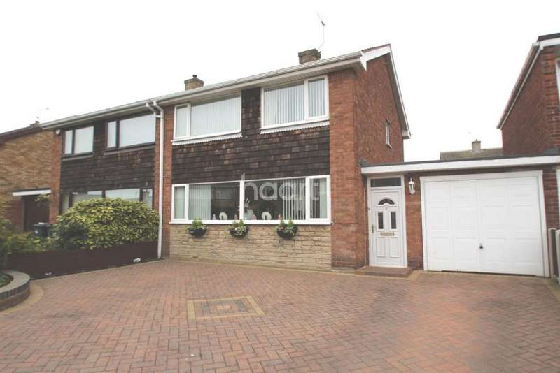 3 Bedrooms Semi Detached House for sale in Braemar Road, Dunscroft
