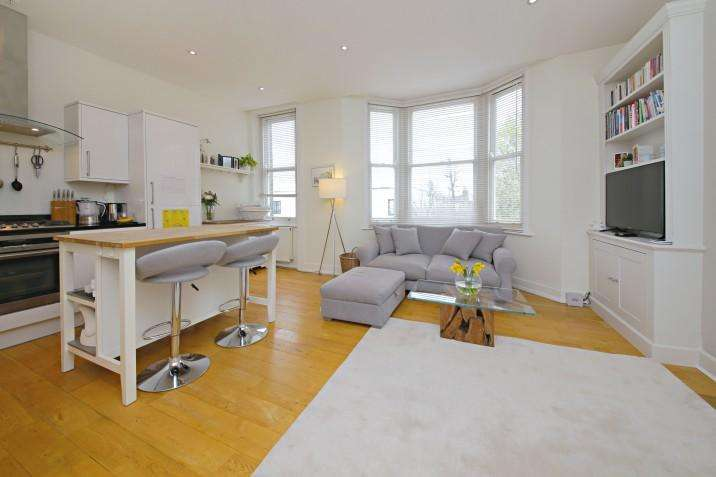 2 Bedrooms Flat for sale in First Floor Apartment, Mansfield Road, NW3