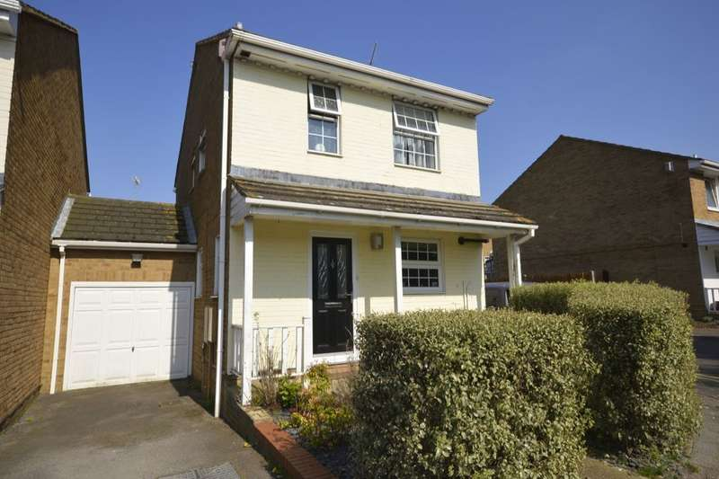 3 Bedrooms Detached House for sale in Hurst Place, Gillingham, ME8