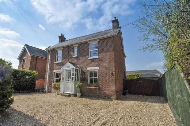 4 Bedrooms Detached House for sale in Wimborne Road, Corfe Mullen, Dorset