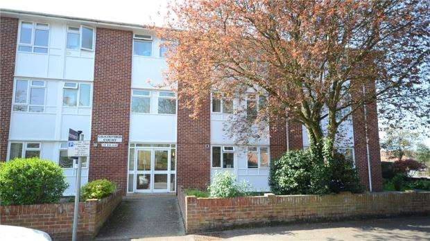 2 Bedrooms Apartment Flat for sale in Grainford Court, Crescent Road, Wokingham