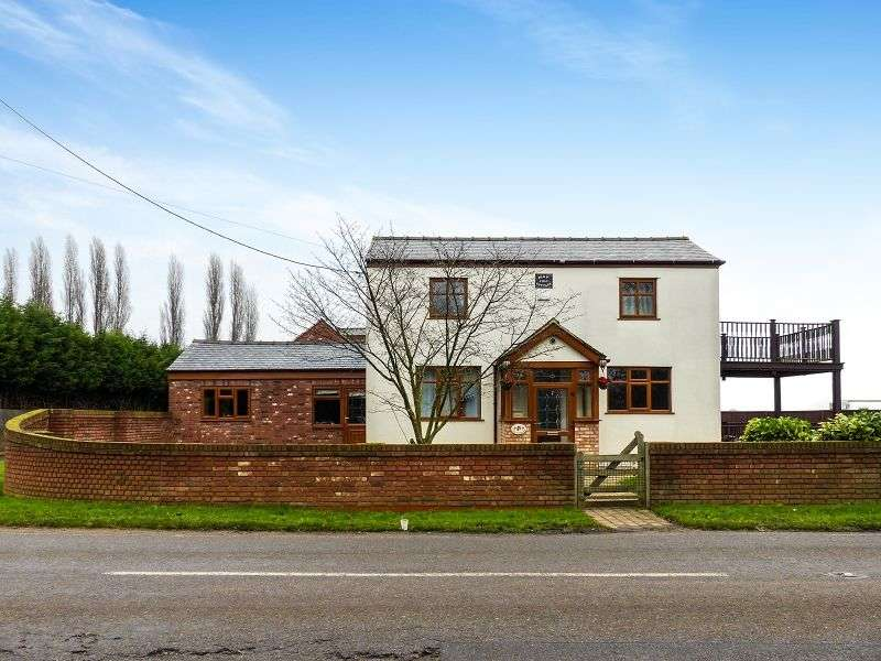 4 Bedrooms Detached House for sale in Holme Road, Yaxley, Peterborough, Cambridgeshire. PE7 3NA