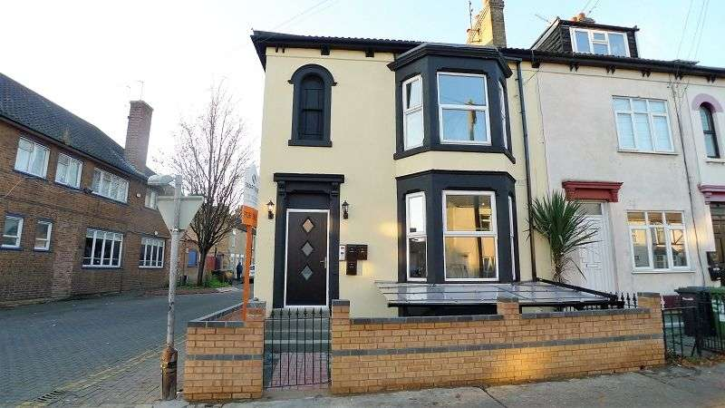 5 Bedrooms End Of Terrace House for sale in Eastfield Road, Peterborough, Cambridgeshire. PE1 4AR